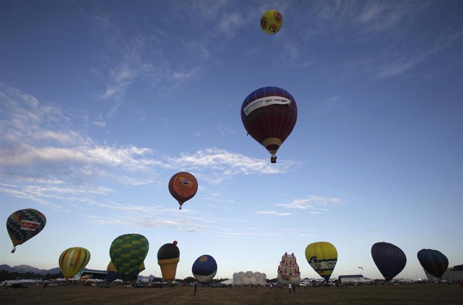 pb-120208-balloons-01.photoblog900.jpg