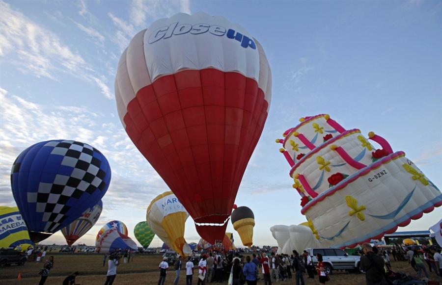 pb-120208-balloons-03.photoblog900.jpg