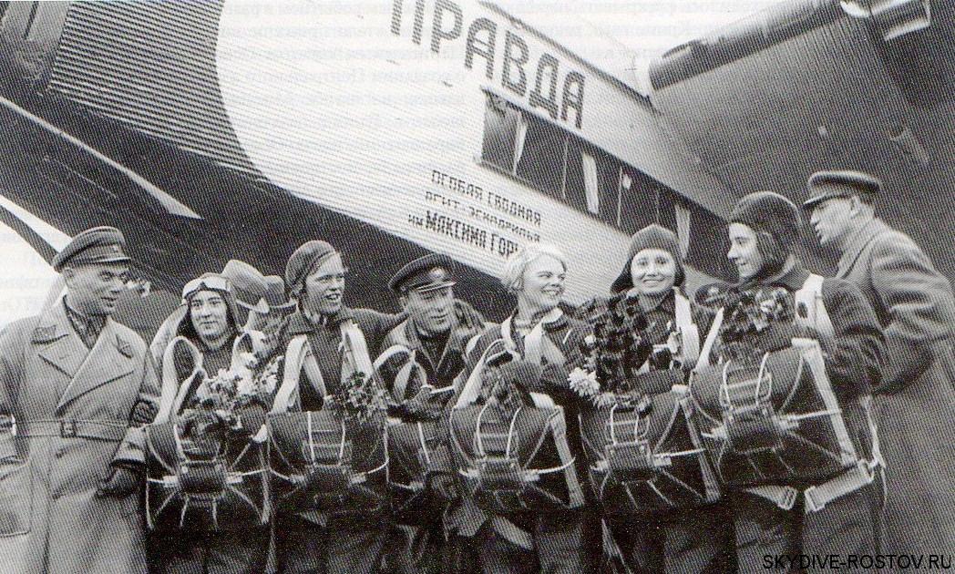 Делегация Осоавиахима перед отлетом в Румынию (1935 год).