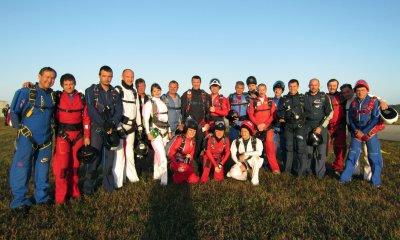 Русские парашютисты в составе команды Hawks