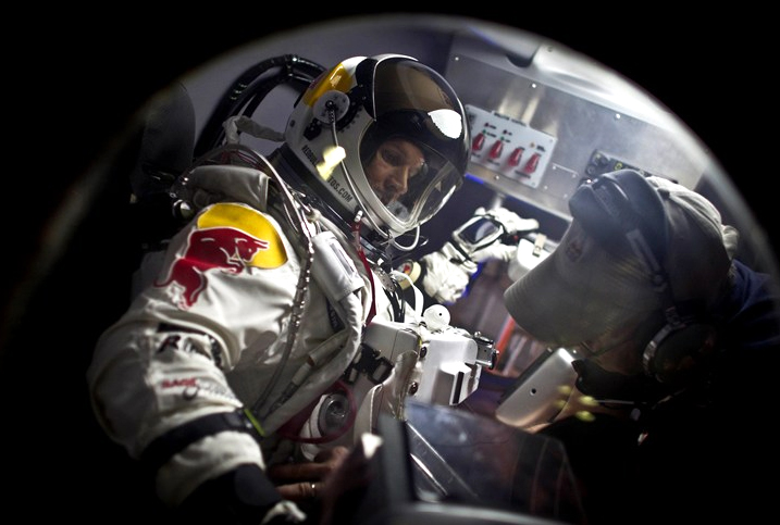 red bull stratos2